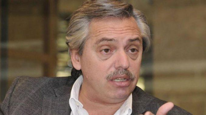 Alberto Fernandez hincha de