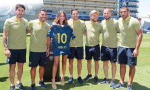 Pampita hincha de Boca con los jugadores
